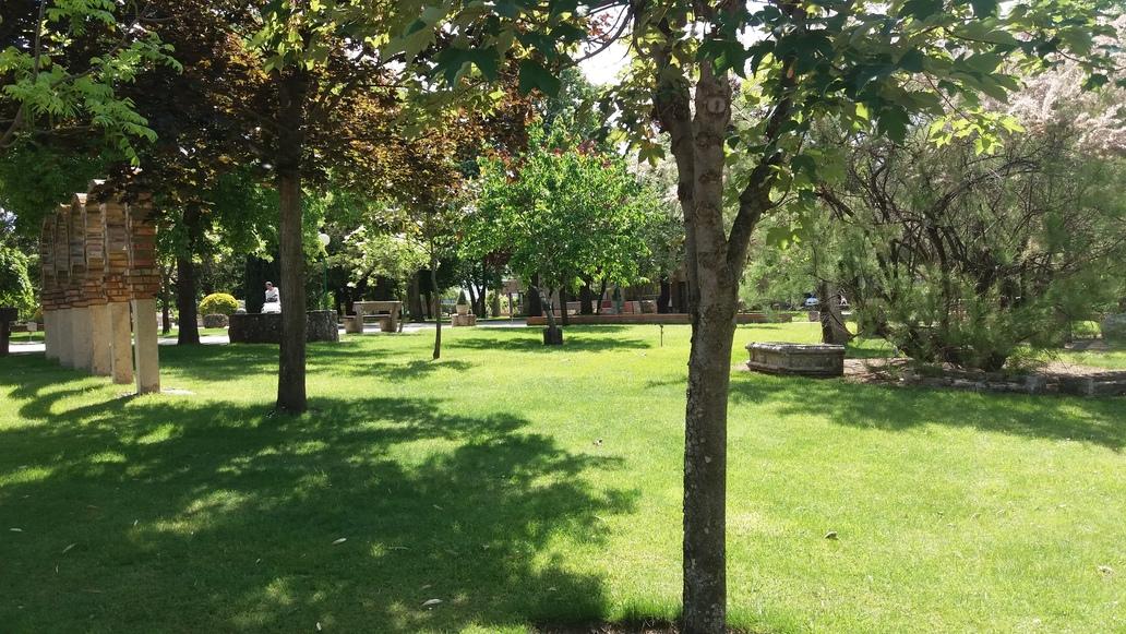 http://centrosanviator.es/wp-content/uploads/2016/12/Jardines2-Alojamiento.jpg