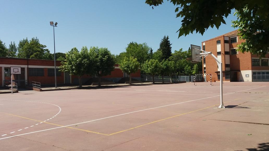 http://centrosanviator.es/wp-content/uploads/2016/12/campos-deportivos.jpg